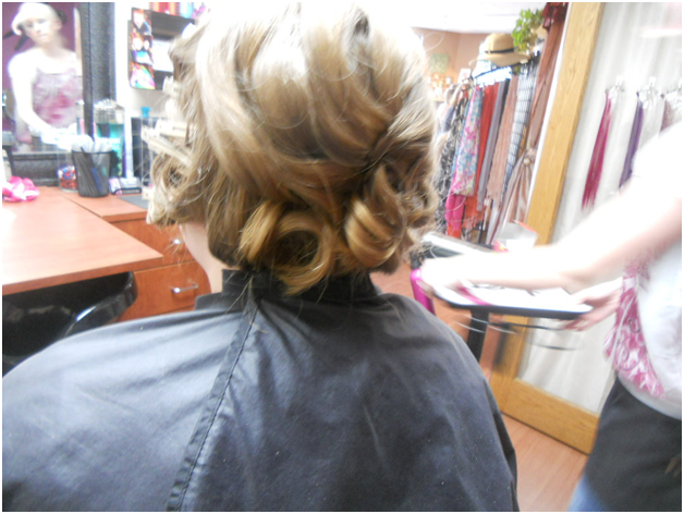 How to Choose Your Prom Hairstyle